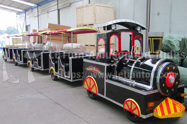 Semi-closed Trackless Tourist Train